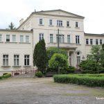 Szkoła w Brzostowie